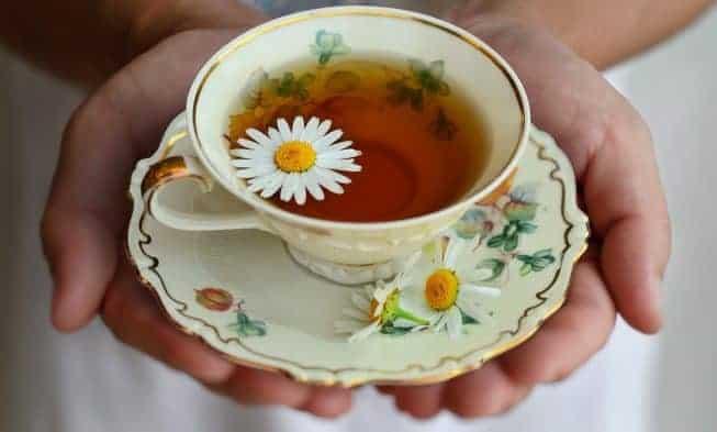 chá com camomila