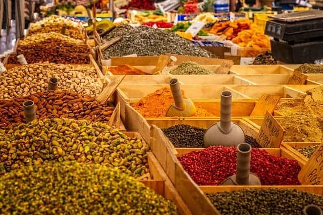 curcuma, lentilhas, sementes, nozes
