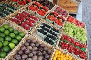 estande de frutas e legumes