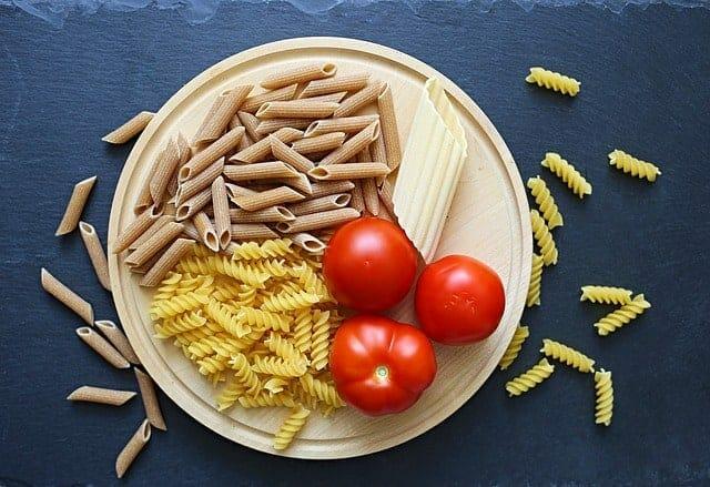 massas alimentícias, tomates