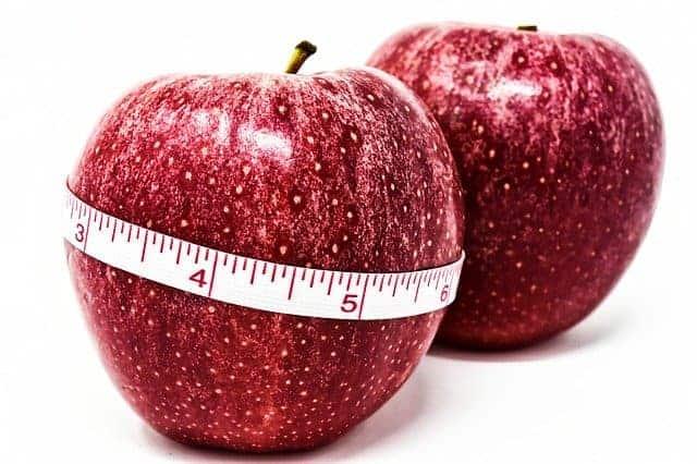 maçã amarrada por um centímetro, controlo de peso