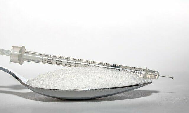 uma colher de açúcar, uma injecção de insulina