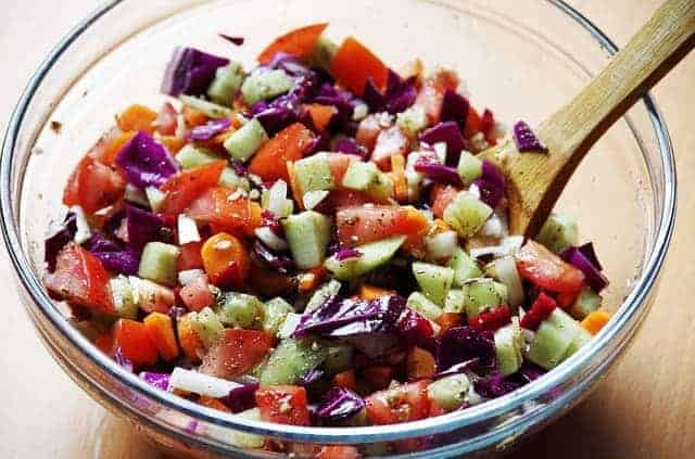 legumes picados numa saladeira
