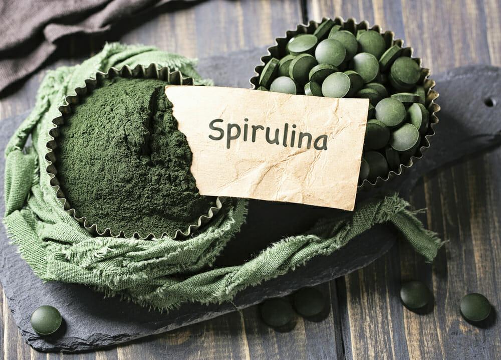 espirulina em comprimidos e espirulina em pó